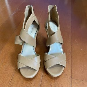 Jessica Simpson's tan wedges